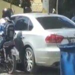 Un sujeto es captado cuando intenta robar un auto estacionado